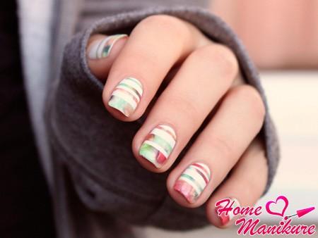 цветочные полоски на ногтях