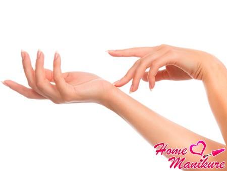 Выполнение массажа рук при маникюре