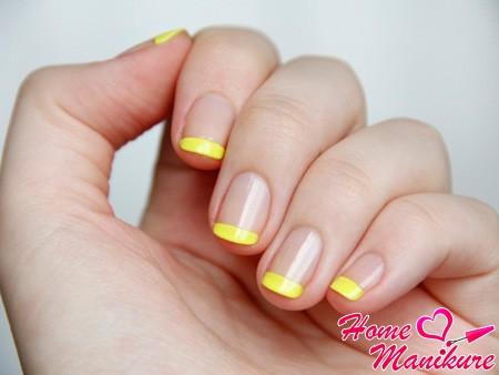 желтый французский дизайн