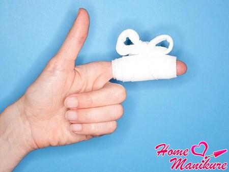 Нарыв на пальце руки и возле ногтя: как лечить?