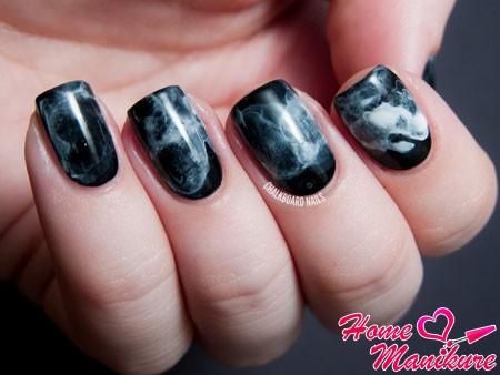 эффект дыма на черных ногтях