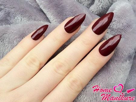 бордовые миндалевидные ногти