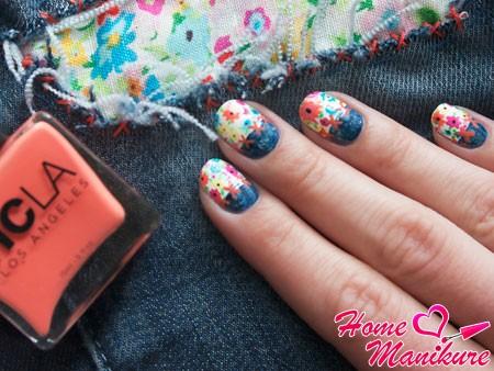 джинсово-цветочный маникюр