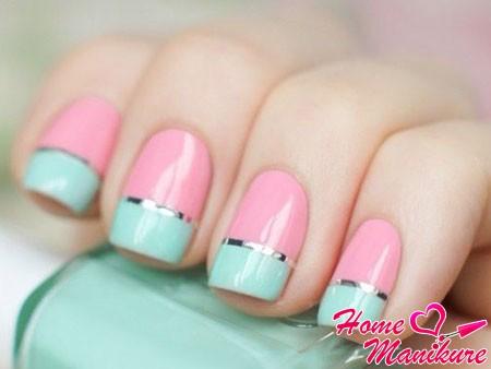 гармония мятного и розового на ногтях