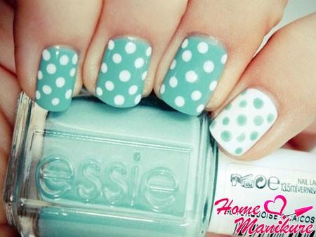 гороховый мятно-белый дизайн ногтей