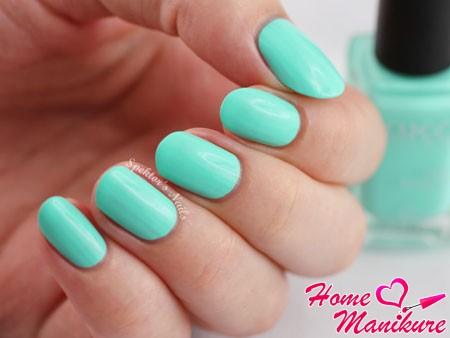 красивые мятные ногти