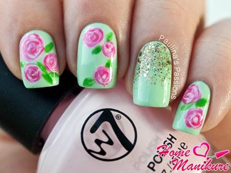 нежные цветы на мятных ногтях