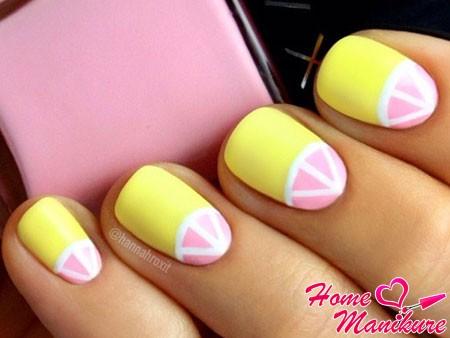 нежный желто-розовый дизайн ногтей