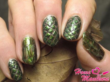 шикарный эффект рептилии на ногтях