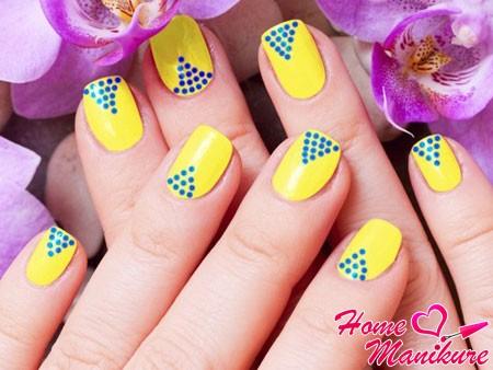 сине-желтый дизайн с точками