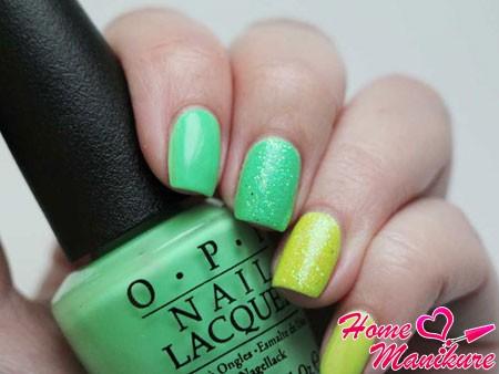 сочетание желтого и мятного на ногтях
