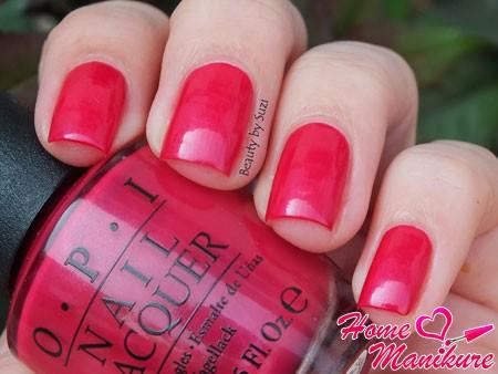 сочный малиновый лак для ногтей