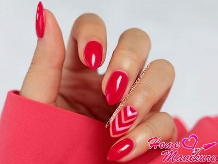 стильный малиновый дизайн ногтей