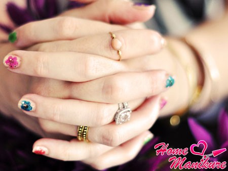 сухоцветы на коротких ногтях