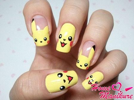 веселый желтый маникюр с покемонами