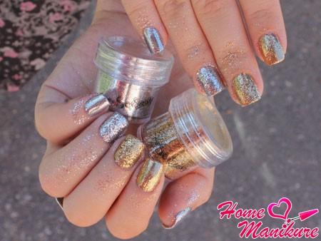 Как правильно втирать блестки в ногти?