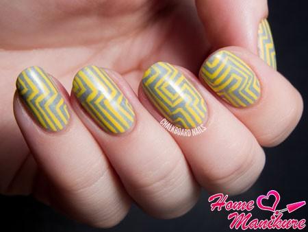 желто-серый дизайн ногтей