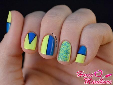 желто-синий дизайн ногтей