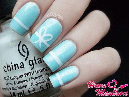 бело-голубой дизайн с бантиком