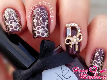дизайн ногтей марсала с золотом