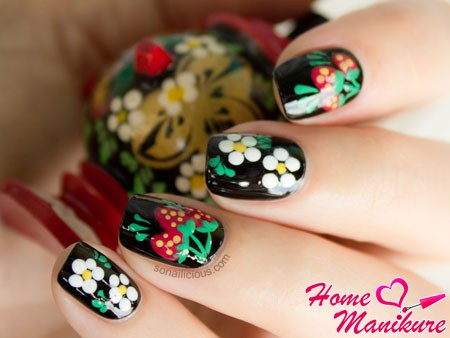 дизайн ногтей в стиле хохломы
