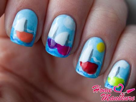 морская тема на голубых ногтях