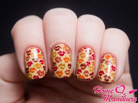 осенний дизайн ногтей с губами