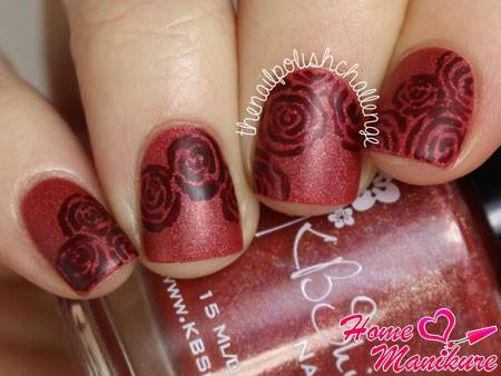 рисунки роз на ногтях марсала