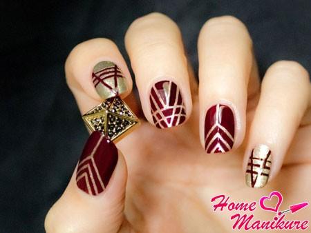 роскошное сочетание вишни и золота на ногтях