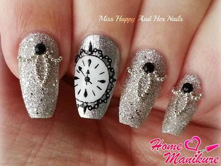 серебряный дизайн ногтей с часами