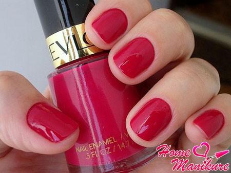 вишневый оттенок лака Revlon