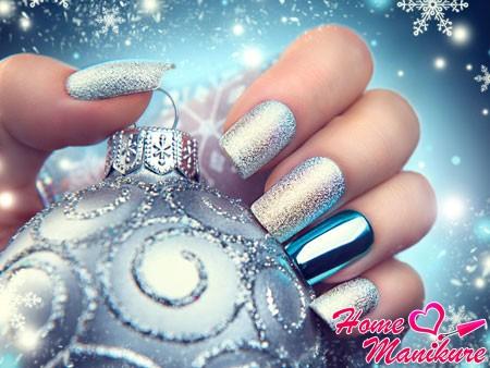 серебряный дизайн ногтей для Снегурочки