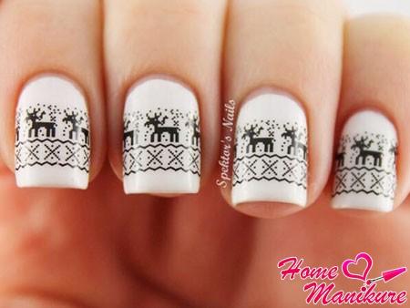 стемпинг-дизайн на белых ногтях