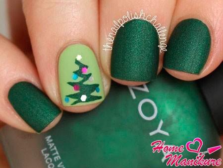 зеленый дизайн ногтей с рисунком елки