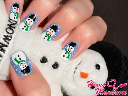 Веселый зимний дизайн ногтей со снеговиком