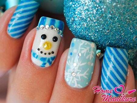 мордочка снеговика на ногте