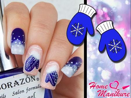 синие варежки на бежевых ногтях