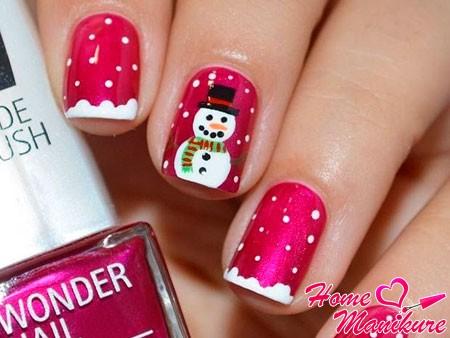 снеговик на ярко-розовых ногтях