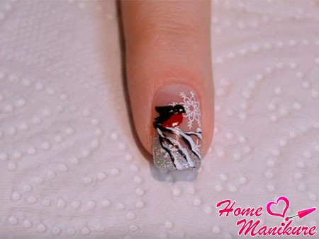 законченный рисунок снегиря на ногте