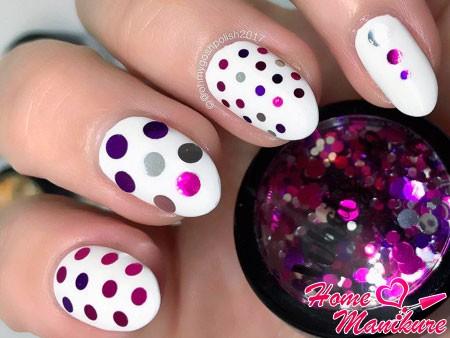 камифубуки на белых ногтях