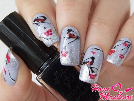 слайдер-дизайн для ногтей со снегирями