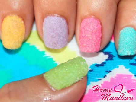 яркий сахарный дизайн ногтей