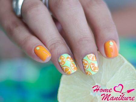 Солнечное настроение в апельсиновом маникюре