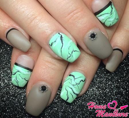 эффект мрамора на ногтях