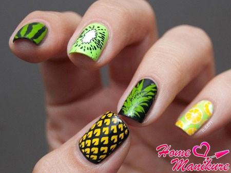 рисунки фруктов на ногтях
