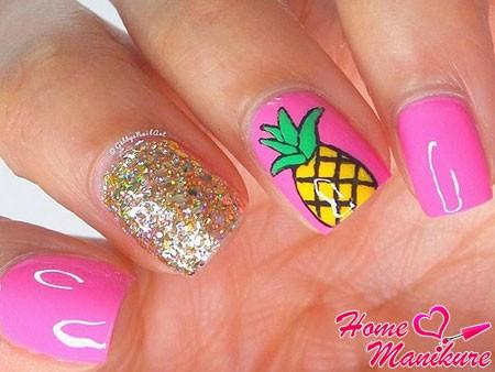 розовые ногти с рисунком ананаса