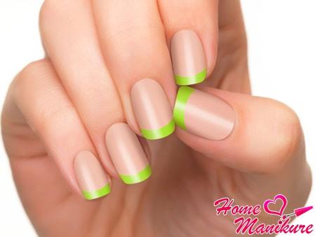 салатовые кончики ногтей