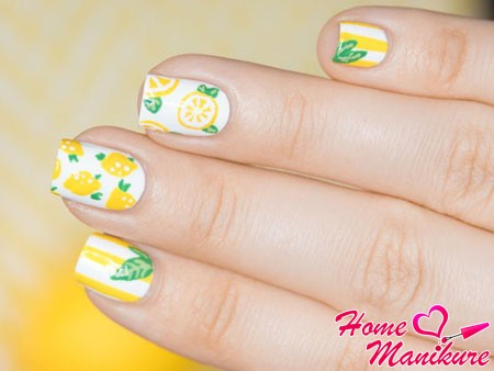 стильный маникюр с лимонами