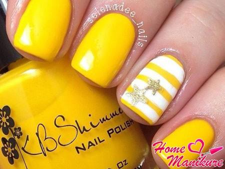 ярко-желтый дизайн с белыми полосками