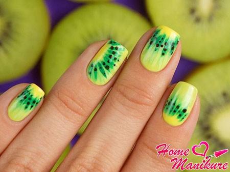желто-зеленый дизайн ногтей